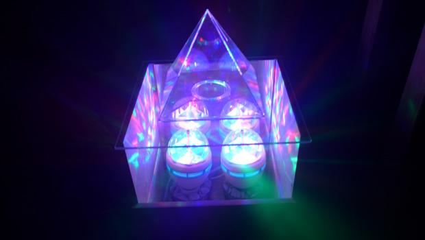 pyramide gruft d. Black Bedroom Furniture Sets. Home Design Ideas